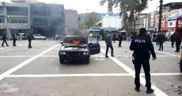 Benzin Döktüğü Aracına Binip, Kendini Ateşe Verdi