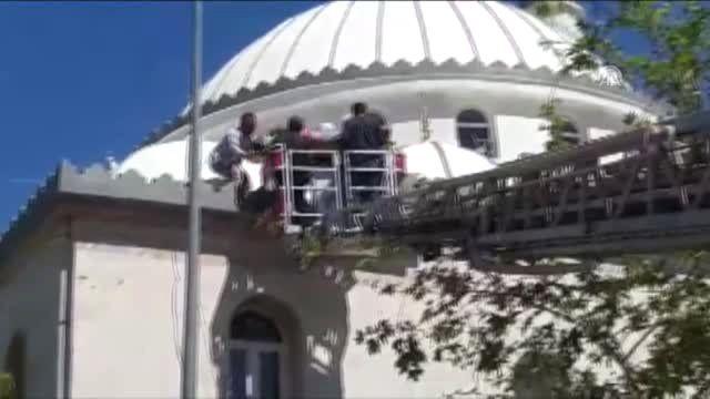 Cami Kubbesinden Düşen İşçi Yaralandı