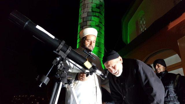 Camiye İlgiyi Arttırmak İçin Caminin Damına Teleskop ...