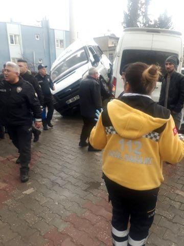 Osmaniye'de öğrenci taşıyan iki minibüs kaza yaptı: ...