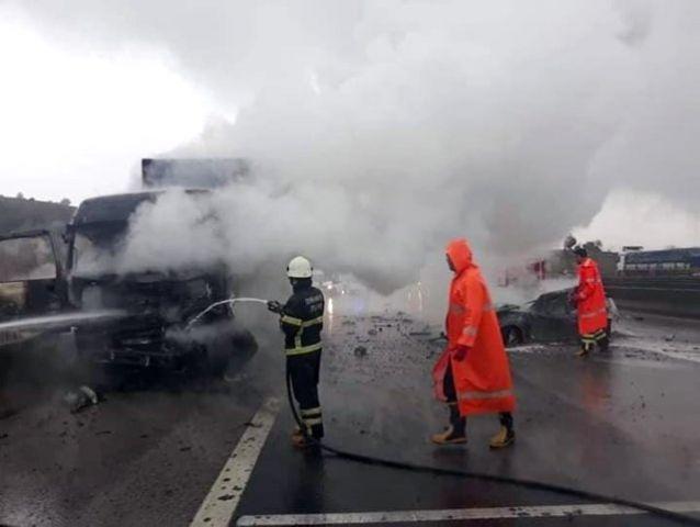 Osmaniye'de Otomobil Tıra Çarptı: 2 Yaralı