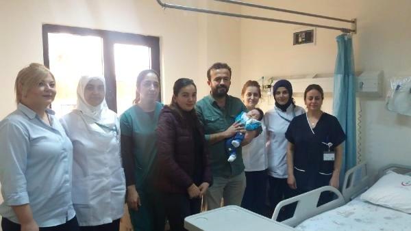 Göbeğinden Dışkı Gelen 24 Günlük Bebek Ameliyat Edildi